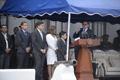 Su esposa y sus cuatro hijos lo respaldaron durante su discurso. (Foto: Wilder López/Soy502)