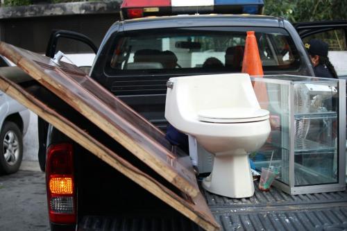 Las cosas robadas eran portadas en la vía pública en la zona 13. (Foto: PNC)