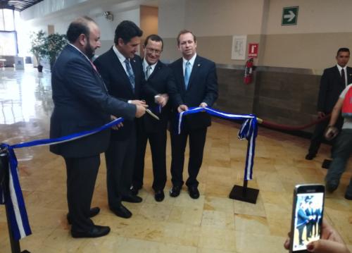 El viceministro (derecha) participó en la inauguración del Apparel Sourcing Show 2018. (Foto: Agexport)