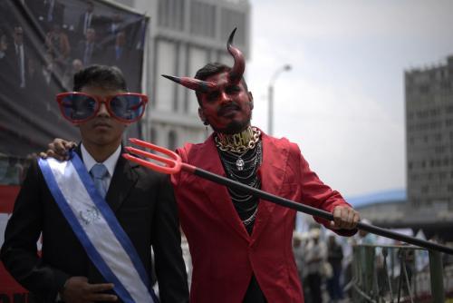 Jóvenes protestan frente a la Corte Suprema de Justicia para exigir un Ministerio Público independiente. (Foto: Wilder López/Archivo Soy502)