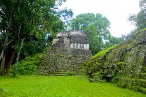 También cuenta con uno de los templos con techo invertido donde hallaron el entierro de una mujer, se cree que fue la madre y la esposa de gobernadores. (Foto: Fredy Hernández/Soy502)
