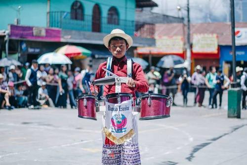 Los tambores también acompañaron a la marimba: (Foto: Juanito Damian)