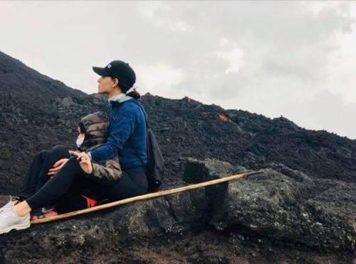 Dos de los hijos de Ricardo Arjona disfrutaron de las vistas que da el volcán de Pacaya. (Foto: Instagram)