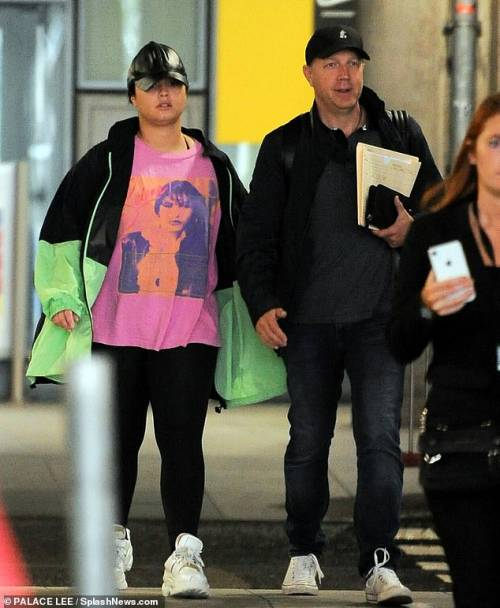 Demi lucía una camiseta de Selena. (Foto: Dailymail.co.uk)