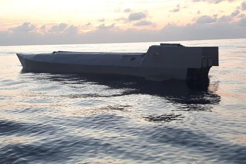 El semisumergible fue interceptado a 160 millas náuticas de la costa del Pacífico de Guatemala. (Foto: Ejército de Guatemala)