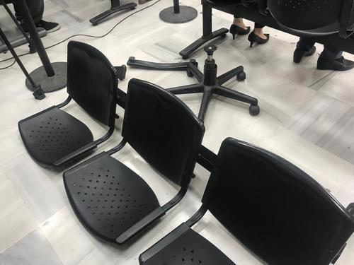 Las sillas constantemente se quiebran en tribunales, diversos usuarios han sido afectados. (Foto: Evelyn de León/Soy502)