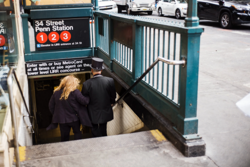 El metro es su vida. (Foto: Jaime Permuth/The New York Times)