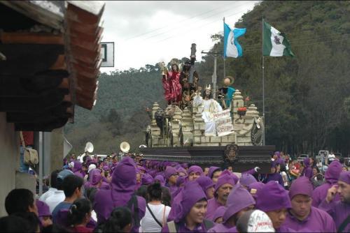 Las procesiones en Antigua Guatemala generan un desplazamiento masivo hacia esa ciudad. (Foto: Archivo/Soy502)