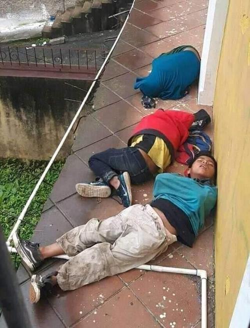 Los menores fueron captados cuando dormían en las calles frías de Cobán, Alta Verapaz. (Foto: Sonora)