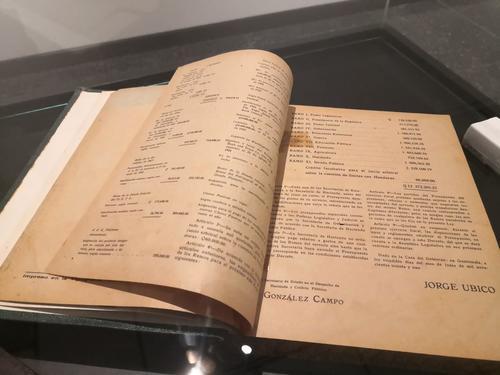 El nuevo museo expone una copia del Presupuesto General de la Nación aprobado en 1931. (Foto: José Miguel Castañeda/Soy502)