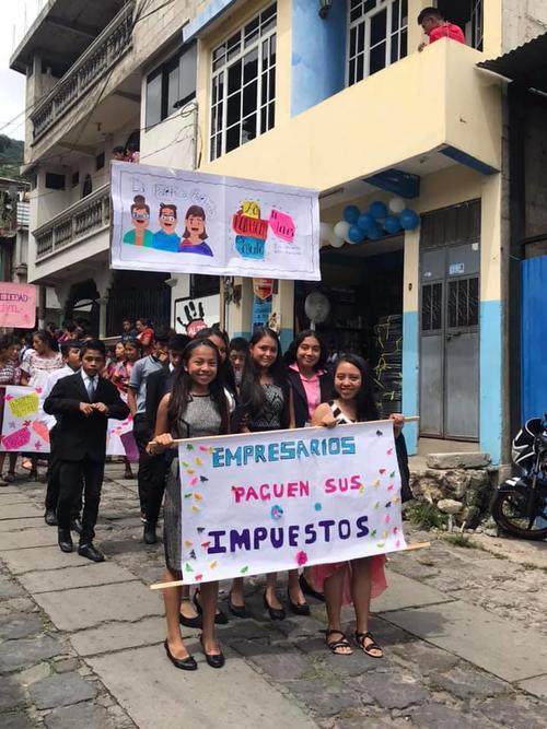 También hubo mensajes para los empresarios. (Foto: Chavajay Quiacain)