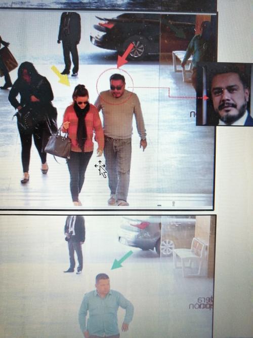 Daniela Beltranena junto a Javier Hernández.   La persona señalada con flecha verde es un guardaespaldas del diputado.
