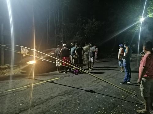 En la carretera de Monterrico se impide el paso a quienes no viven en el lugar. (Foto: cortesía Jorge Morales)