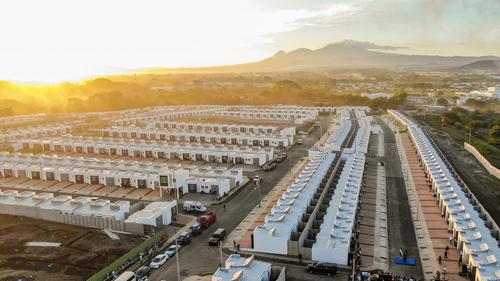 Las casas se ubican dentro de un complejo privado de vivienda que construyó el gobierno salvadoreño. (Foto: Casa Presidencial El Salvador)