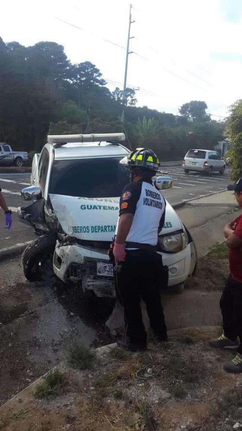 La unidad quedó con graves daños a la orilla de la carretera a inmediaciones de Santa María Cauqué.