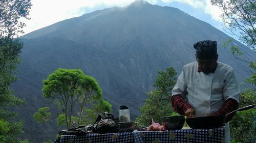 Mario davir García prepara todos los ingredientes con mucho cariño. (Foto: Mario David García)