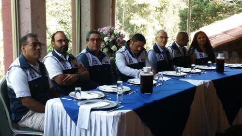 Los diputados electos por Victoria en Alta Verapaz (a los extremos de la mesa) participaron en una actividad del Partido Humanista en diciembre. (Foto: Edmond Mulet/Facebook)