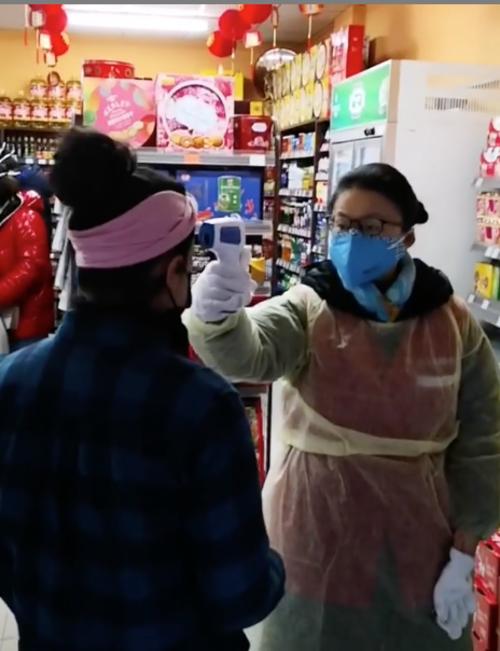 La guatemalteca antes de entrar al supermercado debe pasar el filtro sanitario. (Foto: Instagram Celia Esquivel)