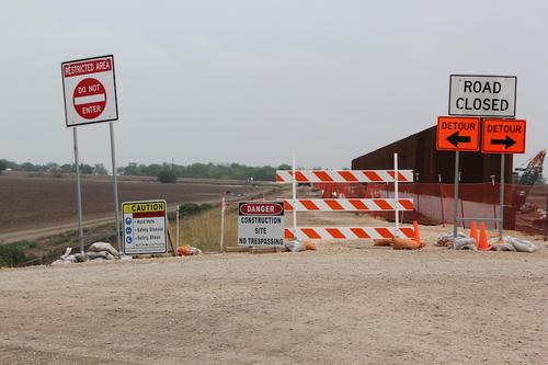 La construcción del muro en la zona fronteriza entre México y EE.UU. no se detiene. (Foto: Jessica Gramajo/Soy502)