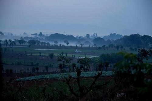 Paisaje del sistema agrícola en una mañana del domingo durante la pandemia por COVID-19, en Guatemala. (Foto: Morena Pérez-Joachín/Ruda)