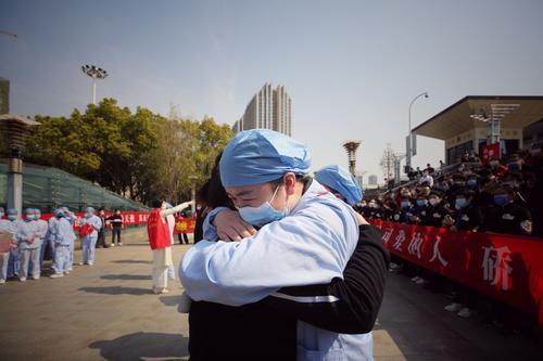 Equipo médico empezó a retirarse de Wuhan luego que los casos disminuyeran. (Foto: AFP)