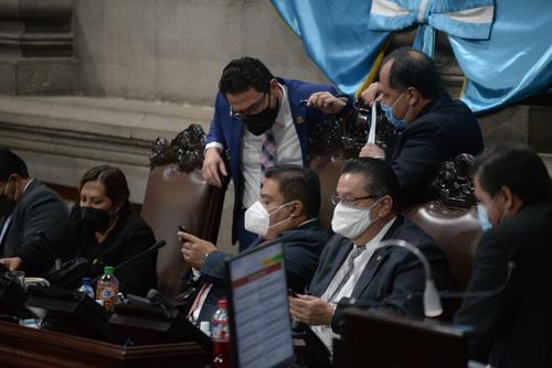 Las instrucciones se recibían vía telefónica, los diputados actuaban según lo indicado. (Foto: Wilder López/Soy502)