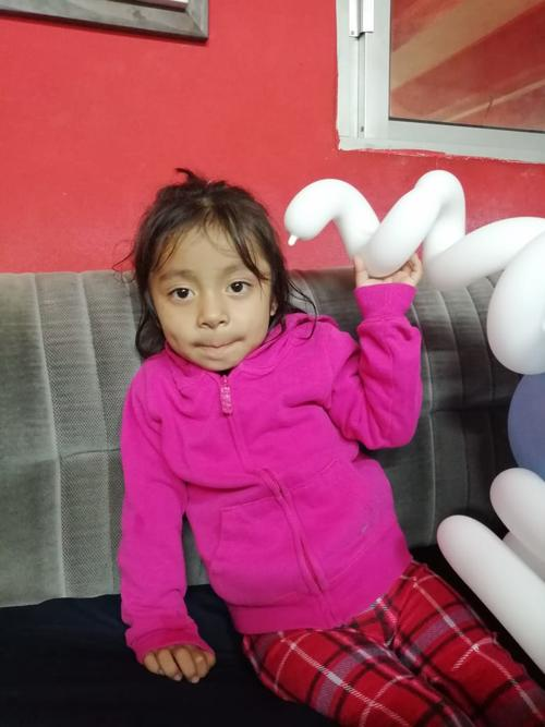 Se difunde la fotografía de la nena con fines de búsqueda de los padres o algún familiar. (Foto: Bomberos Voluntarios)