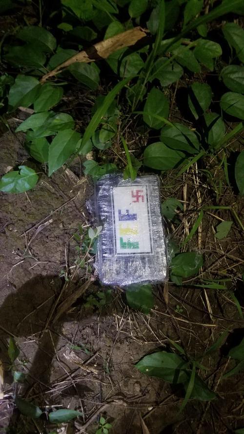 Uno de los paquetes con cocaína localizados. (Foto: Ejército de Guatemala)