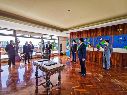 Durante la firma de un convenio de cooperación intermunicipal entre Santa Catarina Pinula y la capital se pudo apreciar el políptico de artista guatemalteco Luis Díaz.