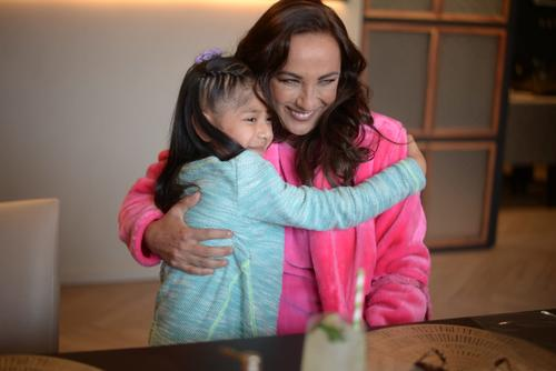 Consuelo Duval y la pequeña Carolina compartieron un momento inolvidable. (Foto: Wilder López/Soy502)