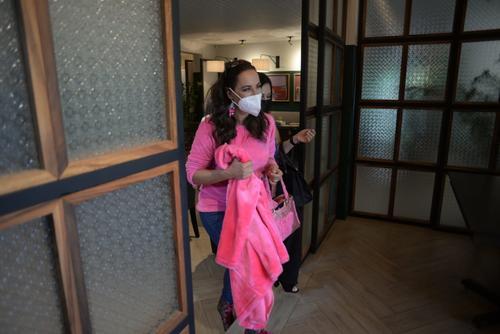 Consuelo Duval entró a la sala donde se encontraba Carolina. (Foto: Wilder López/Soy502)