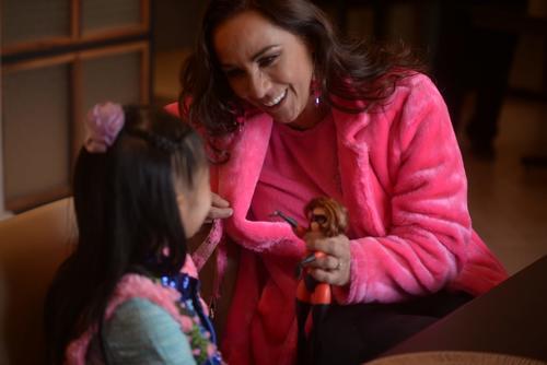 """Consuelo Duval dijo a Carolina que su personaje favorito era Elstigil de """"Los Increíbles"""". (Foto: Wilder López/Soy502)"""