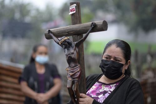 La procesión partió de San Vicente Pacaya a las aldeas El Patrocinio y El Rodeo. (Foto: Johan Ordóñez/AFP)