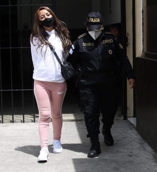 La mujer fue puesta a disposición del juzgado correspondiente para que solucione su situación legal. (Foto: cortesía)