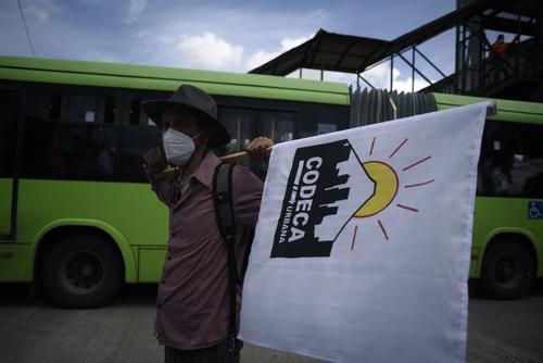 En dicho lugar no se puede transitar debido a la protesta organizada por Codeca y estudiantes universitarios. (Foto: Wilder López/Soy502)