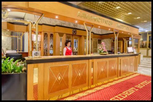 La recepción del Hotel Presidente en Moscú. (Foto: www.hoteles.com)