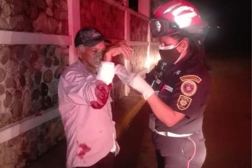 El hombre resultó herido en el brazo derecho. (Foto: Bomberos Municipales Departamentales)