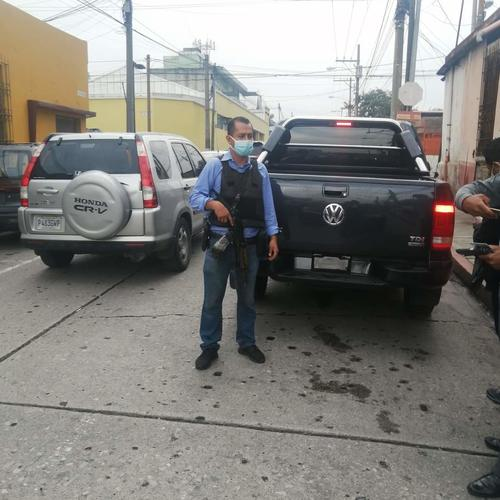 El carro que conducía Otto Gómez no tiene placas o están ocultas con un domo. (Facebook Hector Sack)