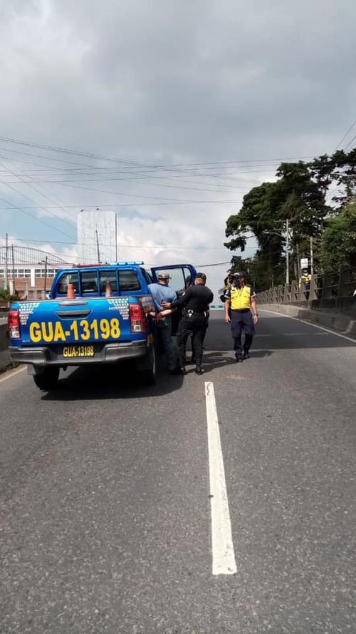 El hombre fue detenido por conducir en estado de ebriedad. (Foto: PMT Santa Catarina Pinula)
