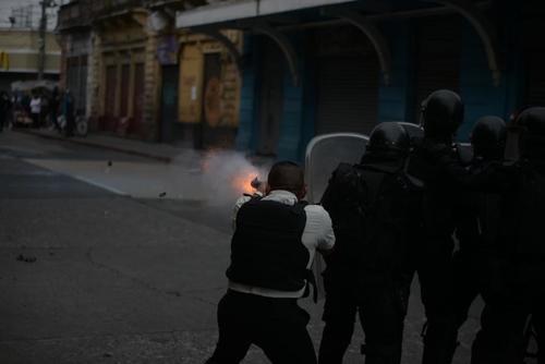 El 21 de noviembre del 2020 se realizó una manifestación contra Alejandro Giammattei que fue reprimida por fuerzas de seguridad. (Foto: Archivo/Soy502)