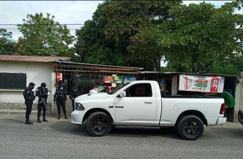En este vehículo se conducía el hombre capturado en La Fragua, Zacapa. (Foto: PNC)