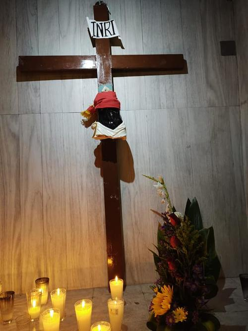 Así quedó la imagen del Cristo Negro en Tapachula, México. (Foto: Facebook  Parroquia Señor de Esquipulas)