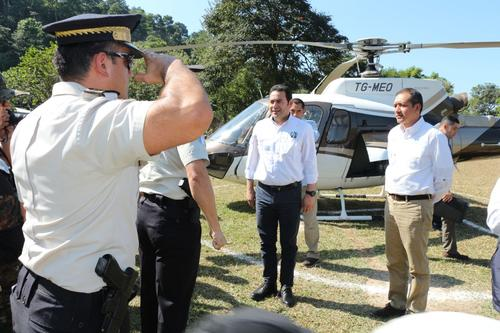 Momento en que el expresidente Jimmy Morales arriba a San Marcos en un helicóptero propiedad de Mario Estrada. (Foto: Archivo/Soy502)