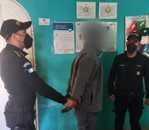 La PNC arrestó al piloto por violar las disposiciones presidenciales para evitar el contagio del covid-19. (Foto: PNC)