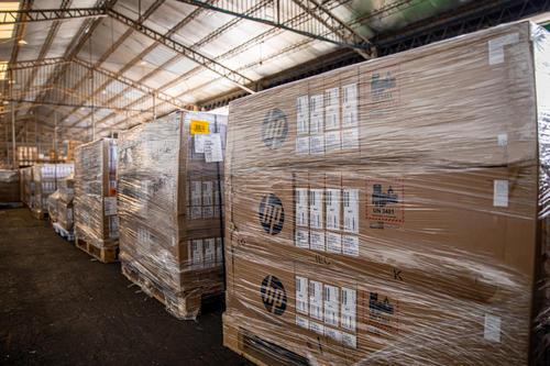 Se trata del primer cargamento de computadoras, el resto llegará a lo largo del año. (Foto: Facebook, Nayib Bukele)