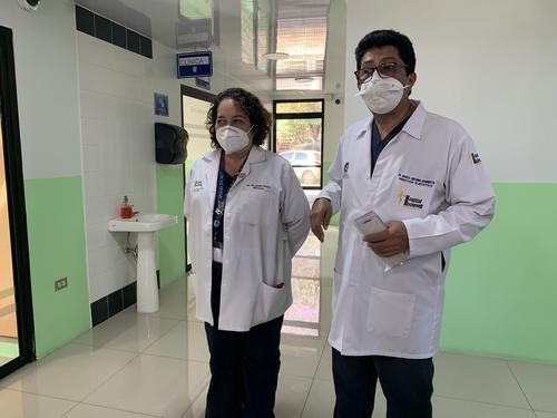 El Hospital Roosevelt anunció a la primera persona de ese centro asistencial que será vacunada contra el covid-19. (Foto: Ministerio de Salud)