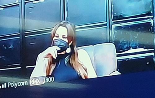 Marta Julia Lorenzana Cordón escucha el fallo a través de video conferencia. (Foto: cortesía)