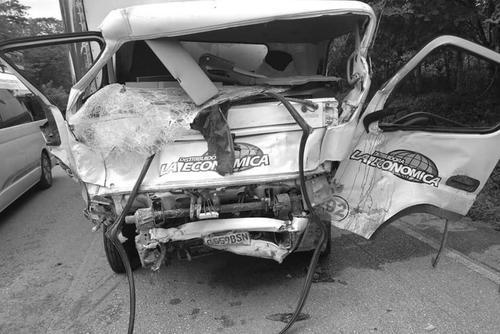 Ambos vehículos chocaron de frente. (Foto: redes sociales)