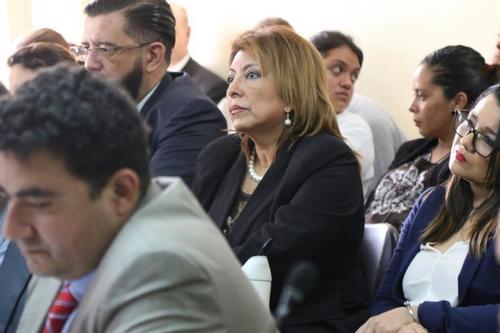 Anabella de León junto a Otto Gómez en una audiencia del caso Botín Registro de la Propiedad. (Foto: archivo/Soy502)