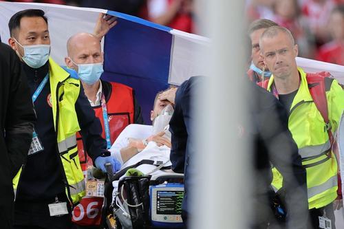 Según la UEFA, Christian Eriksen se encuentra estable y recibe atención médica. (Foto: AFP)